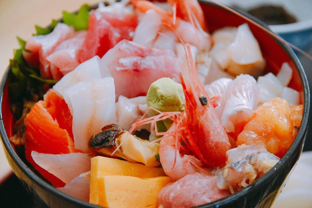 インスタ映えする海鮮丼(並)