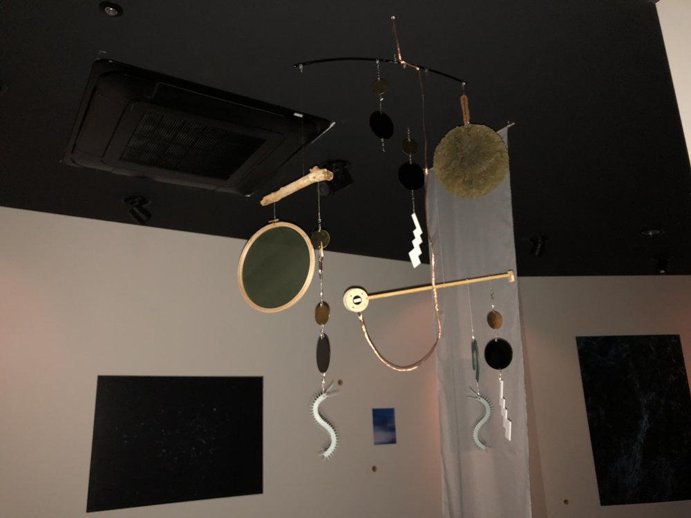 蝋型鋳金(ろうがたちゅうきん)をイメージした展示