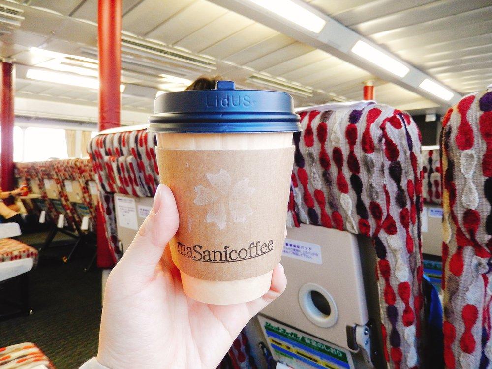 「ぎんが」船内の様子 美味しいコーヒーを片手に