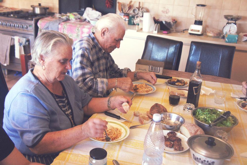 Authentic Tomato Sauce - Italian Grandparents