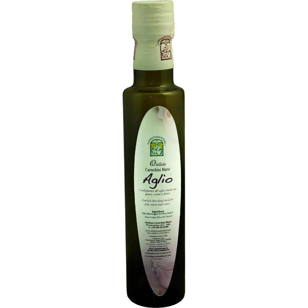 OLIO EVO ALL'AGLIO - Per aromatizzare in maniera naturale, salutare e originale i tuoi piatti, scopri lo sfizioso Olio Extravergine d'Oliva aromatizzato all'Aglio.Nessun aroma chimico, SOLO AROMI NATURALI E FRUTTA BIO spremuti meccanicamente a freddo insieme alle olive, per un pieno di salute e sapore. Gli Agli provengono direttamente dall' Orto della Nonna.CARATTERISTICHE DEL PRODOTTO· Periodo di raccolta: da Fine Novembre· Metodo di Lavorazione: Estrazione meccanica di olive insieme a Limoni (di sicilia non trattati) senza processi di raffinazione· Conservazione: In serbatoi a Temperatura controllata tra 15°C e 18°C· Cultivar: Blend di Frantoio, Orbetana, Mignola, Raggia, Coroncina· Aspetto: colore Verde chiaro tendente al giallo paglierino· Fruttato: Medio-Leggero· Gusto: di Aglio, pratico, delicato e non persistente nell'alito