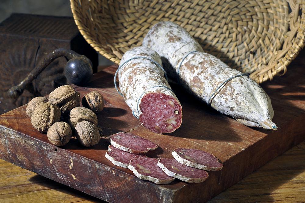 SALAME alle NOCI - Descrizione: salame magro con aggiunta di piccoli pezzetti di noce