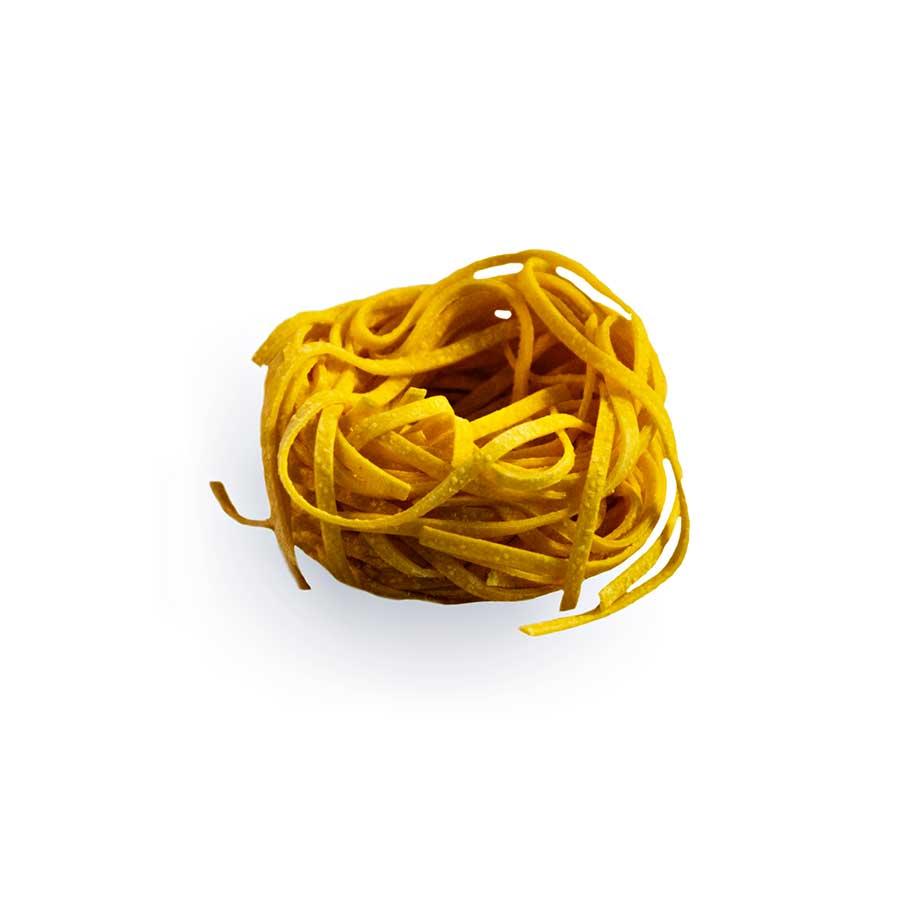 TAGLIOLINI - Descrizione: Pasta all'uovo essiccata. Delicata e sottile, questa pasta necessita di una cottura veloce e deve essere manipolata, una volta immersa nell'acqua bollente, solo a fine cottura.   Ingredienti: Semola di grano duro, uova pastorizzate (28%), sale. Tempo di cottura: 4 -4,30 minuti Modalità di conservazione: Conservare in luogo fresco e asciutto, lontano da fonti di calore Shelf-life: 24 mesi