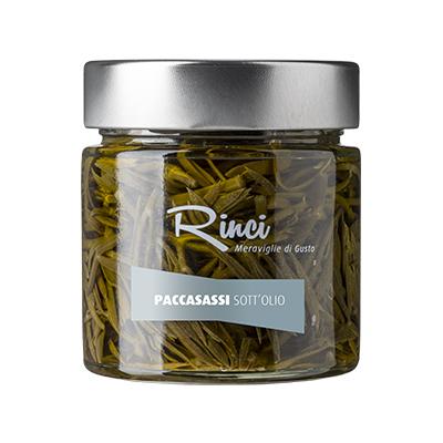 PACCASASSI SOTT'OLIO - Descrizione: Conserva di finocchio marino in olio extra vergine di oliva. Il suo sapore tipico e caratteristico del prodotto ha sentori di finocchio, limone e carota. Ingredienti: olio extra vergine di oliva, paccasassi* 38%, aceto di vino, sale, zucchero.*Finocchio marino (Crithmum maritimum) Abbinamenti consigliati: Gli spaccasassi sott'olio trovano largo impiego a tavola e sono ideali per sfiziosi antipasti. Sono ottimo servito su crostini, in abbinamento a salumi, soprattutto con mortadella, o per accompagnare deliziosi piatti di pesce. L'olio di conserva, finemente aromatizzato, può essere inoltre usato per impreziosire insalate e primi piatti.