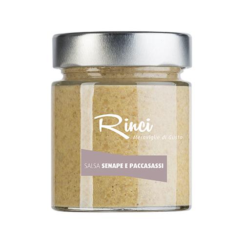 SALSA SENAPE E PACCASASSI  - Descrizione: Salsa senape artigianale ottenuti da semi di senape gialla in combinazione con spaccasassi. I paccasassi conferiscono a questa salsa senape un carattere di assoluta unicità aromatica. Il sapore è delicato, finemente aromatizzato dal gusto degli spaccasassi. Ingredienti: acqua, aceto di vino, semi di senape 18%, paccasassi* 6%, zucchero, olio extra vergine di oliva, sale, spezie. *Finocchio marino (Crithmum maritimum) Abbinamenti consigliati: Gli spaccasassi conferiscono a questa salsa senape un carattere di assoluta unicità aromatica. Da impiegare insieme a una crudità di pesce, verdure al vapore, uova in camicia, o anche per arricchire verdure crude.