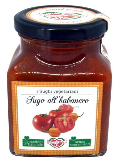 SUGO ALL'HABANERO - Descrizione: Solo il sapore dei dolcissimi pomodori coltivati nelle nostre campagne marchigiane sotto il sole, insieme al gusto intenso del peperoncino Habanero fresco. Senza l'aggiunta di conservanti, ne coloranti. E' un sugo fresco e mediterraneo pronto per avvolgere di sapore la tua pasta.Ingredienti: Polpa di Pomodoro 96%, Olio Extra Vergine di Oliva, Peperoncino Habanero 1%, Sale Marino Iodato , Aglio, Origano.Consigli per la Preparazione: Pronto all'uso. Ideale con la pasta fresca e secca il sugo è pronto da versare direttamente sulla pasta appena scolata. Per esaltare il sapore degli ingredienti si consiglia di scaldarlo a fuoco lento o nel microonde dopo aver aperto il vasetto. Ottimo anche per condire pizza, carni, pesce e crostini.