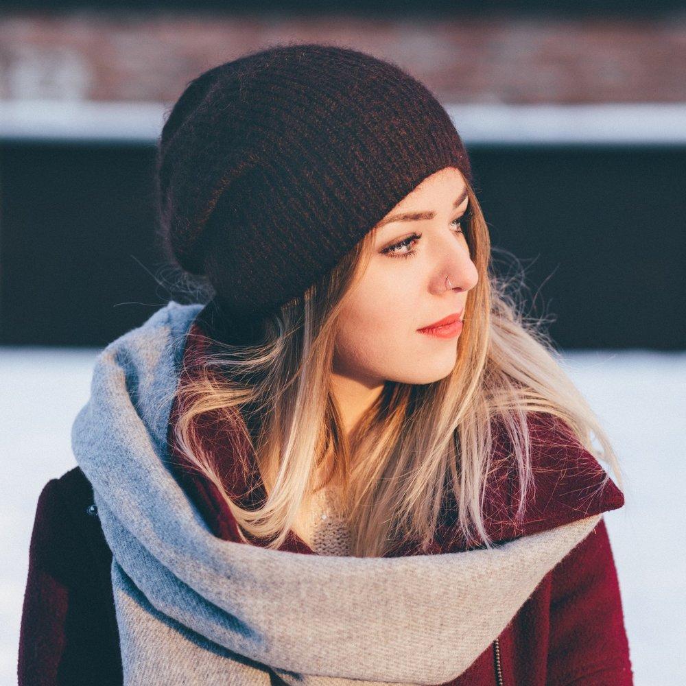 adolescent-beanie-beautiful-295821.jpg