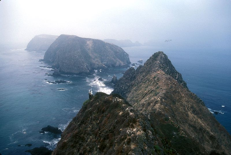 800px-ANACAPA_ISLAND_IN_CHALLNEL_ISLANDS_N.P.,_CA.jpg