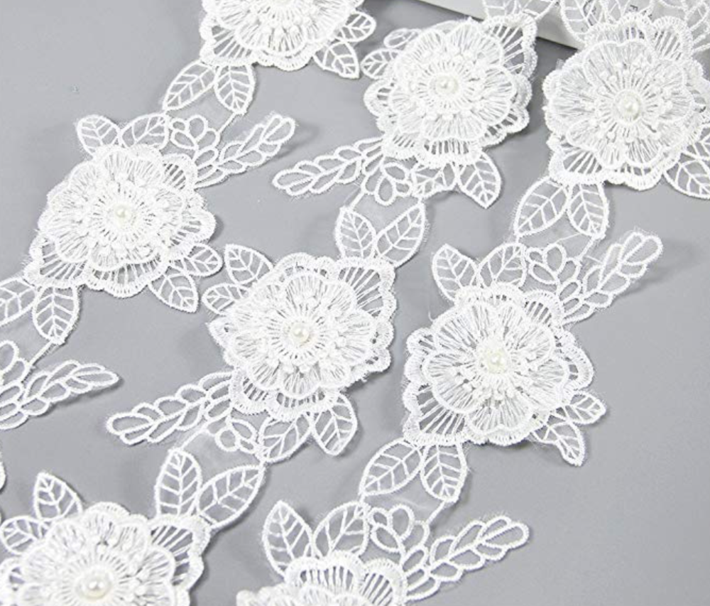 White flower lace trim -