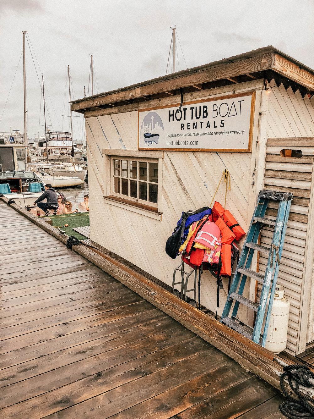 hottub_boat_rental.jpg
