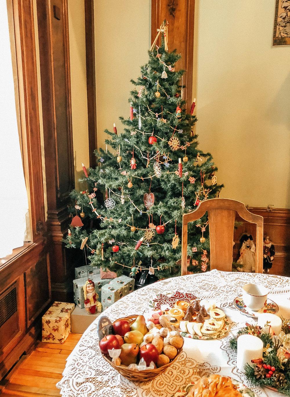 asi_christmas_Tree.jpg