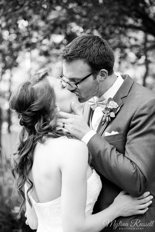 raleigh-wedding-first-kiss