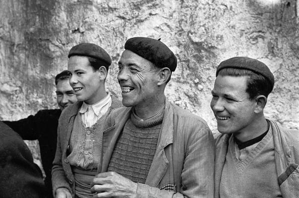 PIETZSCH. Vecinos de El Toboso retratados por Paul M. Pietzsch, fotógrafo alemán corresponsal de The Times. Toledo, enero de 1956. Paul M. Pietzsch/BIPs/Getty Images