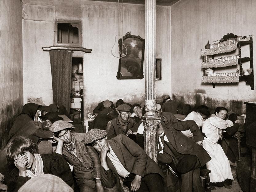 SALAZAR. Las cuatro de la madrugada en un cafetín económico en la calle Calatrava 35, barrio de La Latina. Madrid, 1916. MECD, AGA, Fondo MCSE