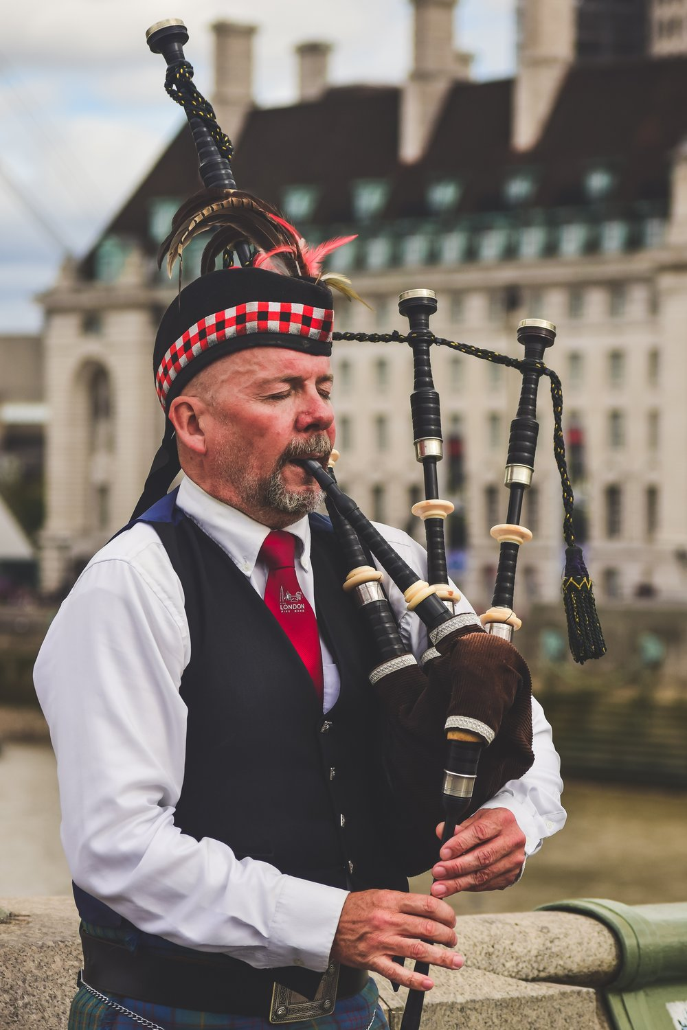 A bagpipe player. Photo by  Noralí Emilio  on  Unsplash