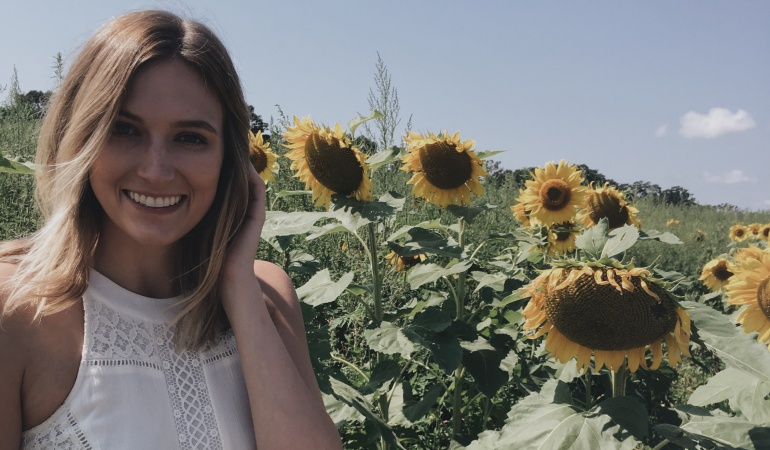 emma-leuman-sunflowers-emmaelsewhere