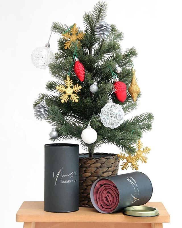 Christmas is just round the corner and we are excited to give you some gift ideas! . . #gym #gymwear #yogapants #running #runningtights #runninggear #workout