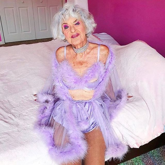 if this isn't bde then Idk what is. @baddiewinkle totally encompasses what @savagexfenty is about — feeling sexy no matter ur age, size, gender or sexual orientation....cuz sensuality is a human right!!!!- - - - - #savagefenty #sexeducator #whoregasmic