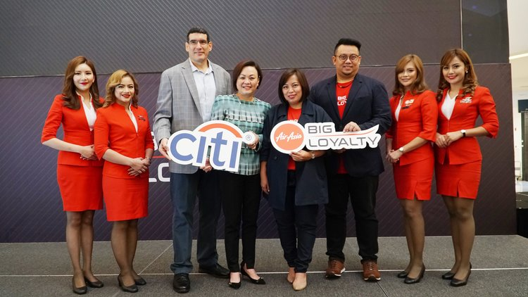 (Third from left) Citi Malaysia Head of Cards & Consumer Lending Mr Federico Grigera, Citi Malaysia Consumer Business Manager Ms Elaine Fan, AirAsia BIG Loyalty Acting CEO Ms Sereen Teoh and AirAsia BIG Loyalty Chief Commercial Officer Mr Victor Kaw at the AirAsia BIG Xchange launch today.