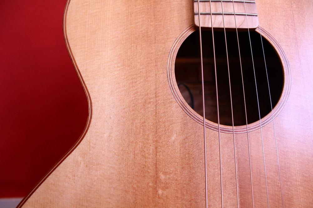 queen city guitars rb-000 jumbo acoustic guitar.JPG
