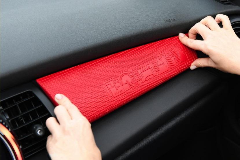 Mass Customization - BMWはMINIブランドの下で、大衆向けカスタマイズを導入します。2018年内には特定のMINIモデルにおいて、顧客は選んだり、デザインしたり、または部品のアップグレードを注文することができるようになります。(7)