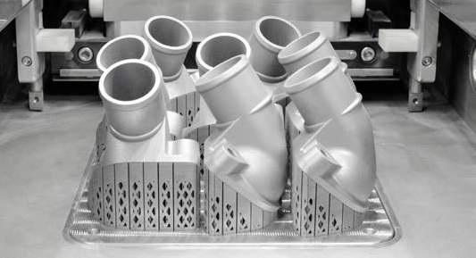 Spare Parts - メルセデス・ベンツ社のトラックは、密度がほぼ100%かつ従来のダイカストアルミ部品より高い純度の、非常に高い強度と熱抵抗力をもつ3Dプリントのスペアパーツを開発しています。これは機械的または熱的に負荷のかかる部品の少量生産に特に適しています。(17)