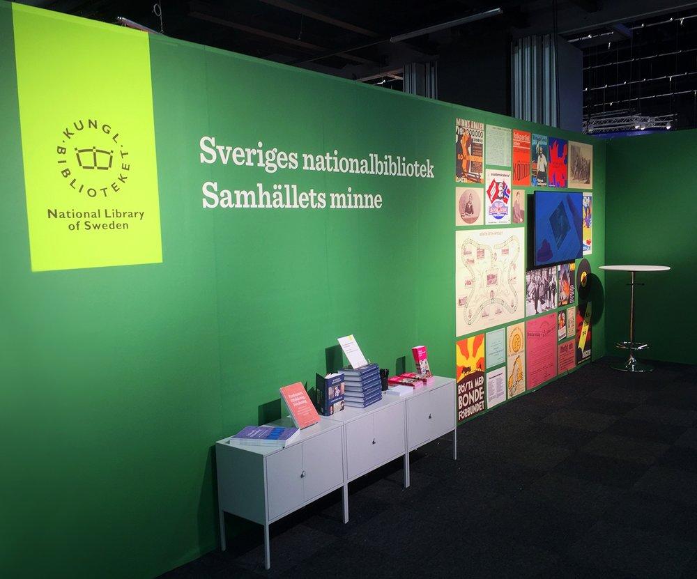 Den grafiska profilens tillämpning på Kungliga bibliotekets monter på Bok & bibliotek 2018. Foto: Titti Matsson / KB