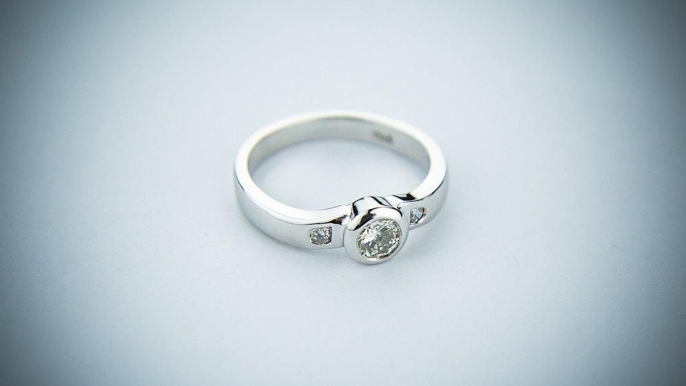 engagement-ring-2093824_1280.jpg