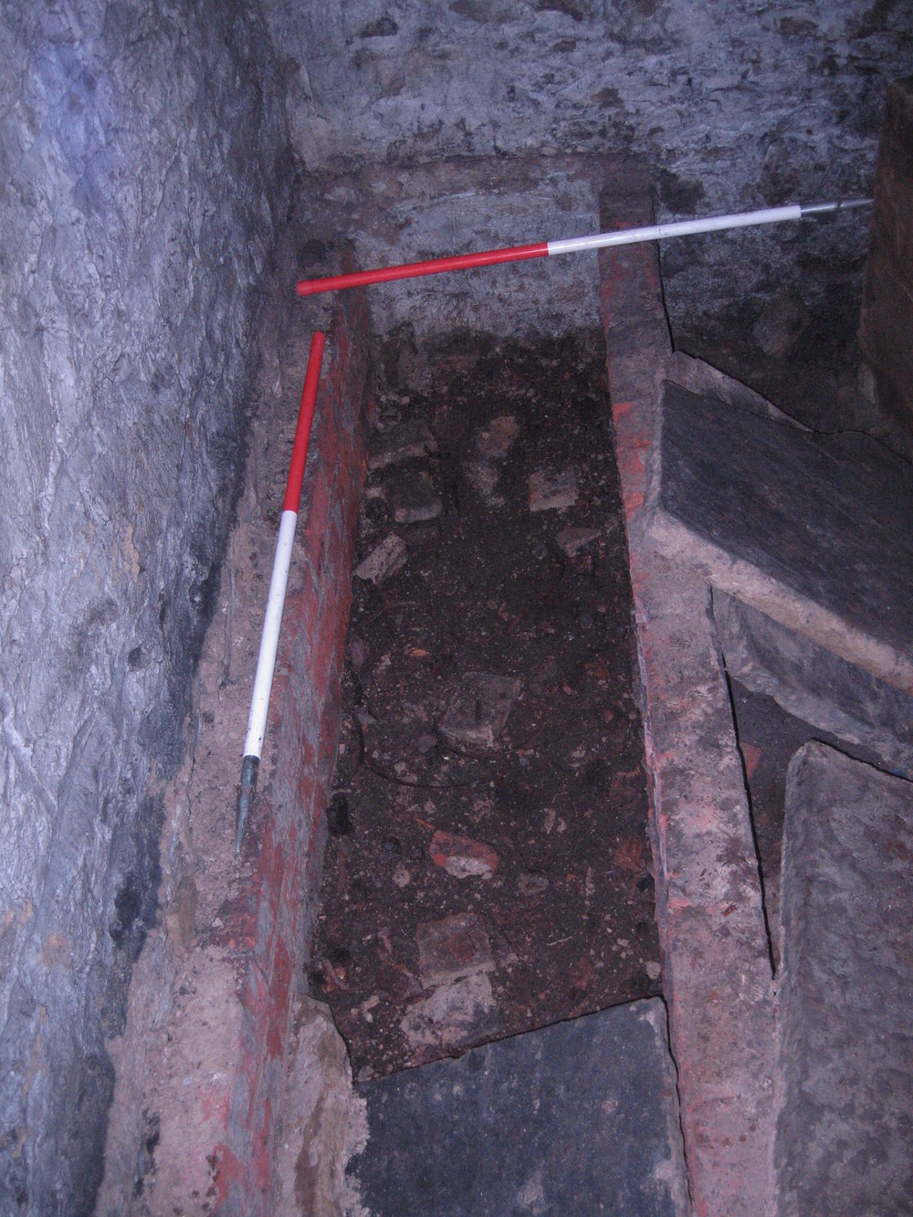 69 - Hadfield Vault W, S tomb.JPG