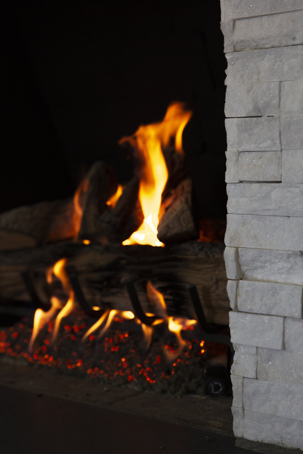 38 fireplace lit 3.jpg