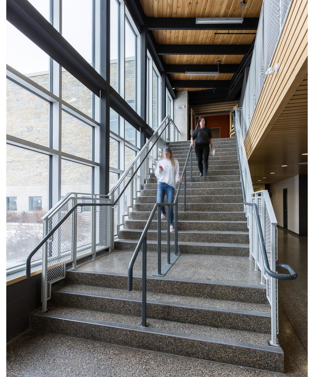 Northlands Parkway Collegiate, interior photo of staircase with people descending / Photo:  Lindsay Reid