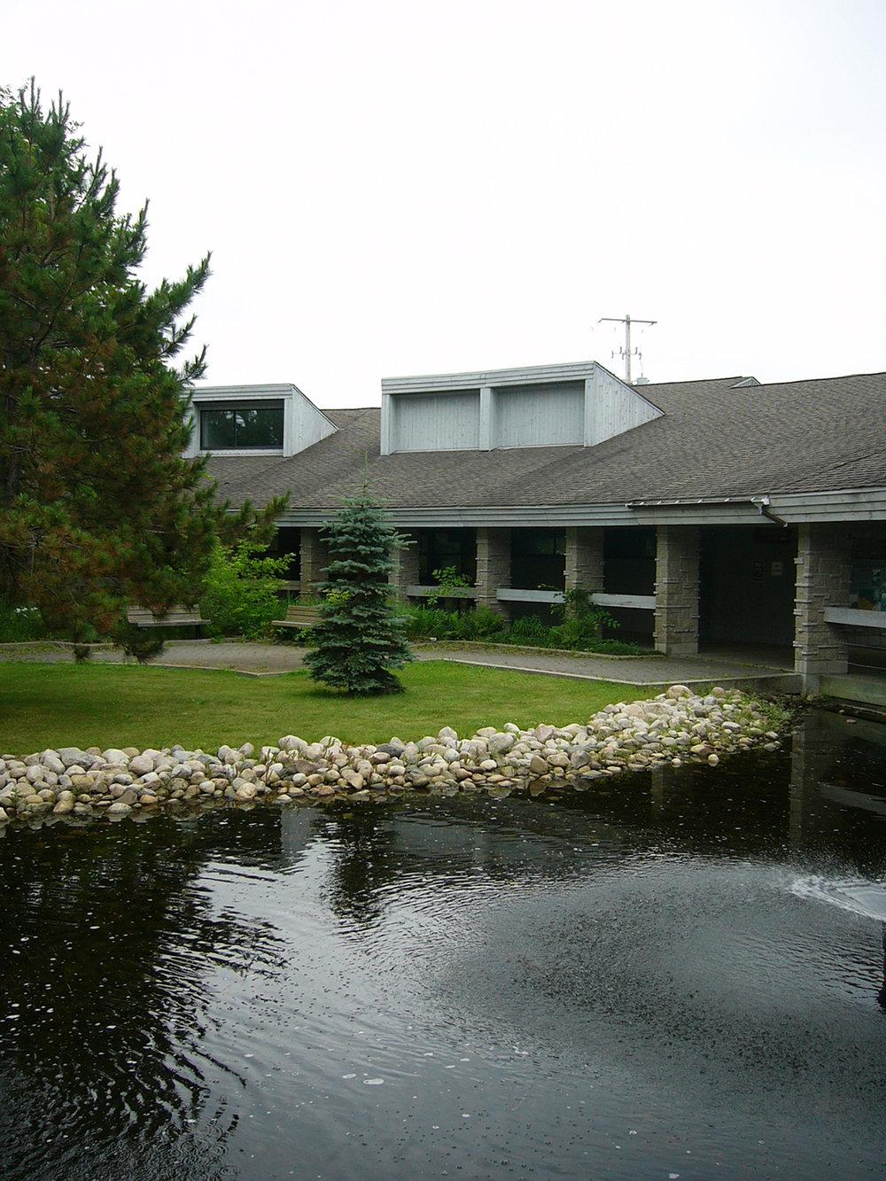 Ignace Regional Travel Centre, exterior photo of pond