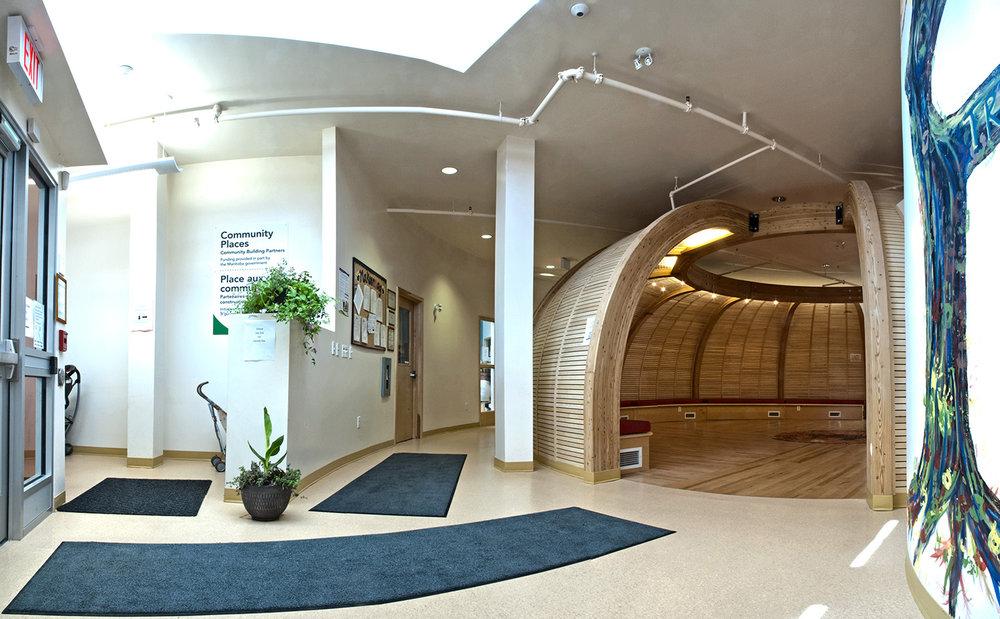 Makoonsag Daycare, interior photo of entrance / Photo: Derrick Finch