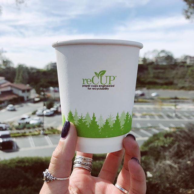 Perfect sustainable solution for when you're on the go! 🏃🏾♂️☕️ . . #reCUP uses 51% less plastic than traditional paper cups and is engineered for #recyclability!♻️ #sustainable2019 #EarthCoating
