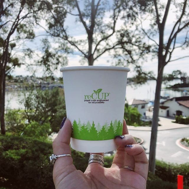 The #reCUP uses #EarthCoating, an innovative barrier coating that replaces up to 51% of the plastic with minerals. This mineralized blend is engineered to be fully compatible with conventional paper recycling systems. ♻️☕️🌎 . . #recyclablepapercup #plasticreduction #lesswaste #sustainable2019