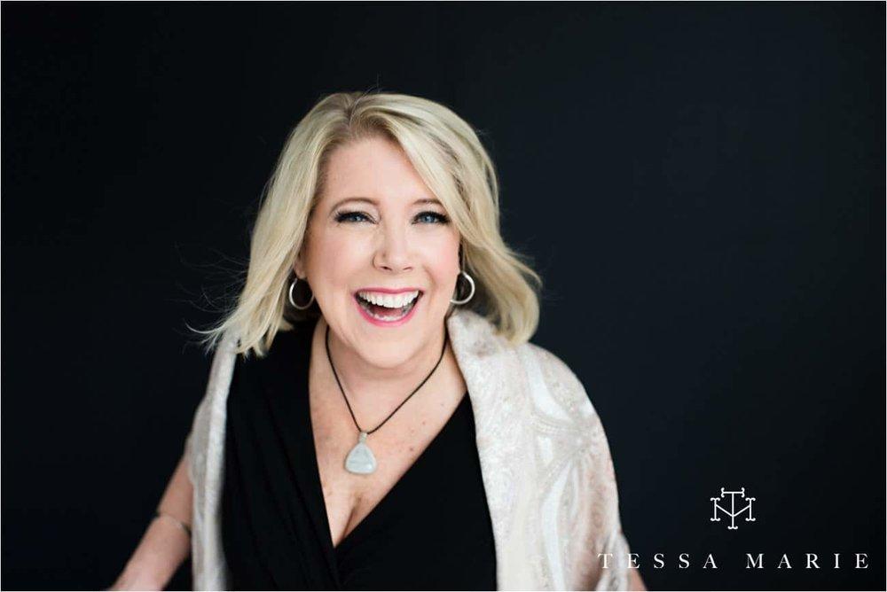Tessa_marie_studios_womens_headshots_portraits_empowering_full_experience_something_for_mom_0060