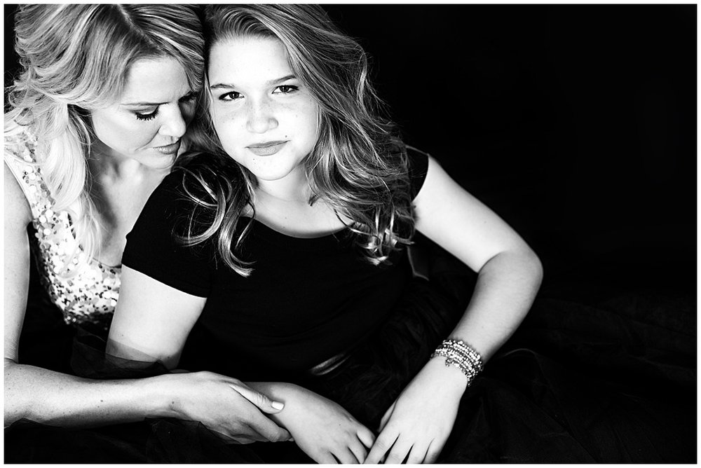 Tessa_marie_photography_family_portrait_photographer_mother_daughter_family_sessions_timeless_elegance_Vogue_magazine_style_portraits_contemporary_portraits_0106.jpg