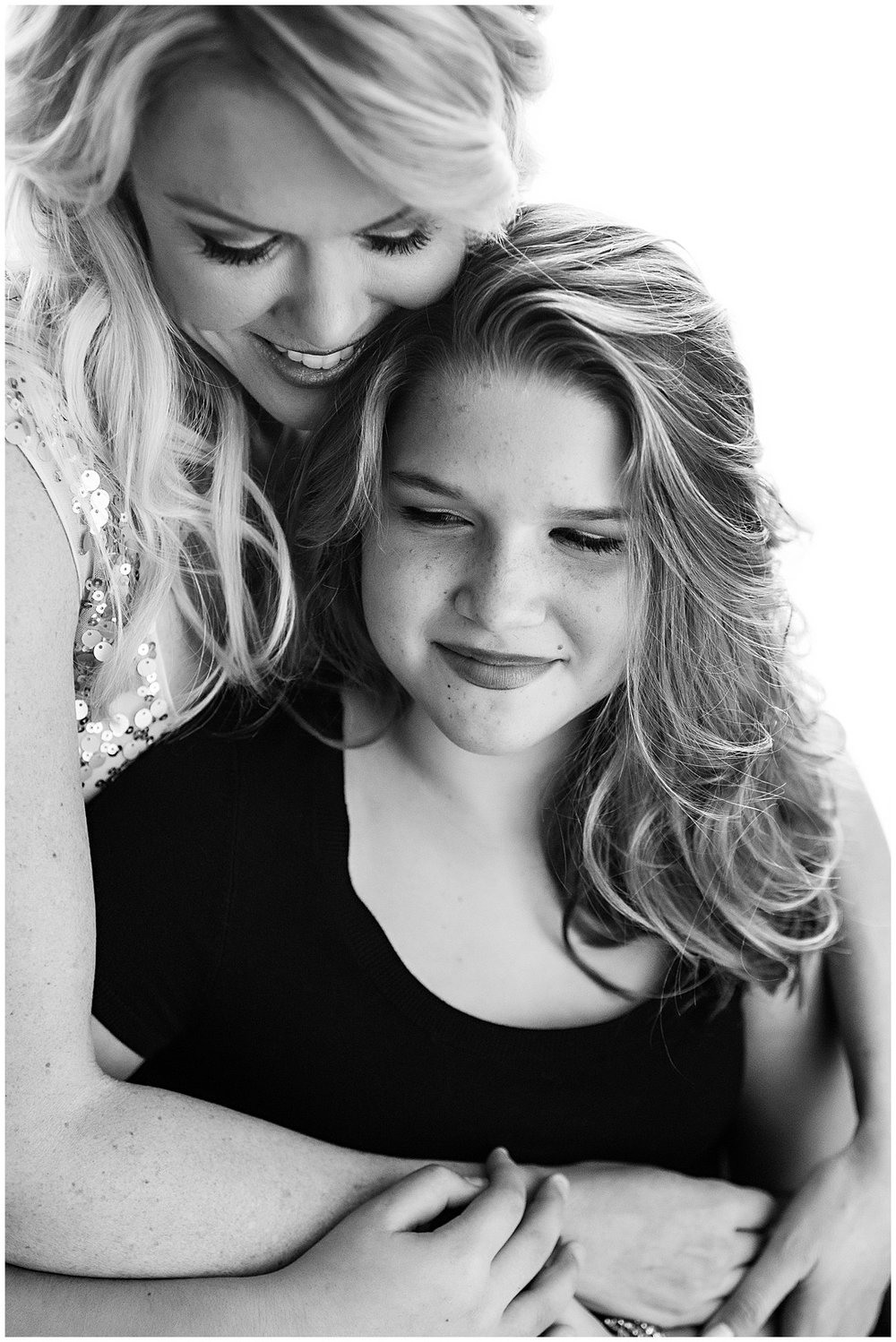 Tessa_marie_photography_family_portrait_photographer_mother_daughter_family_sessions_timeless_elegance_Vogue_magazine_style_portraits_contemporary_portraits_0105.jpg