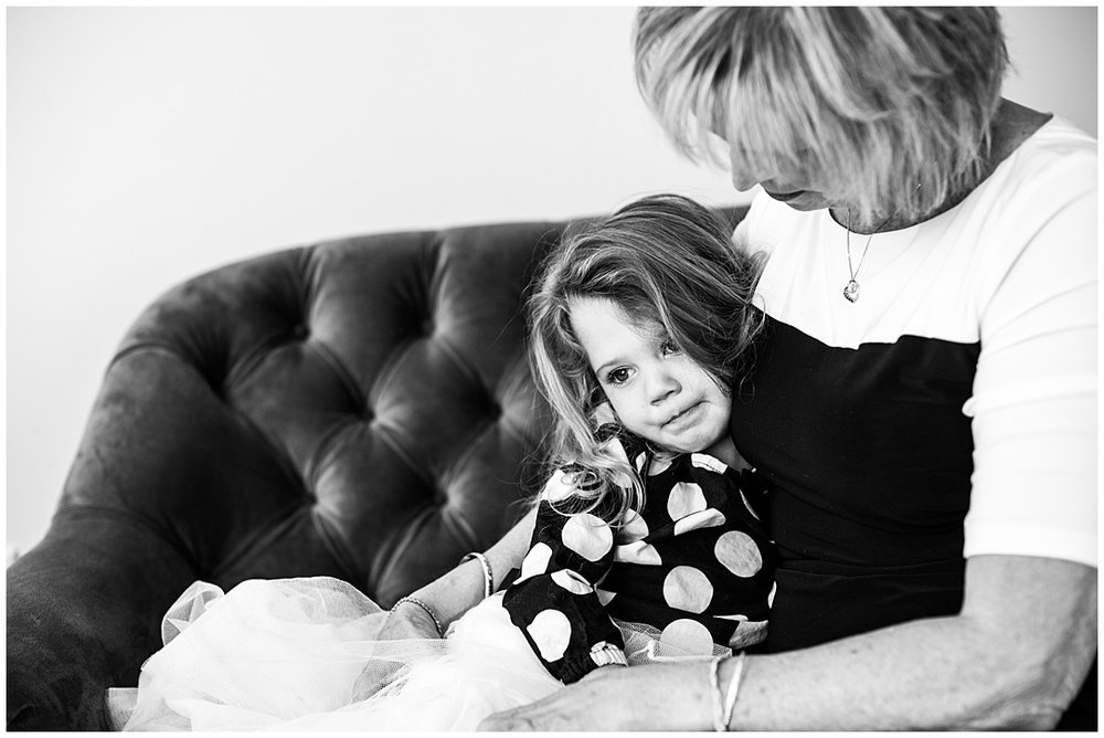 Tessa_marie_photography_family_portrait_photographer_mother_daughter_family_sessions_timeless_elegance_Vogue_magazine_style_portraits_contemporary_portraits_0157.jpg