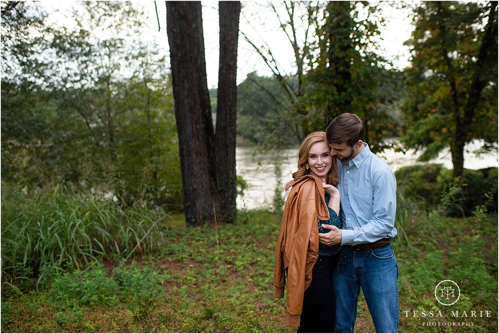 Tessa_marie_photography_wedding_photographer_engagement_pictures_river_engagement_0016.jpg