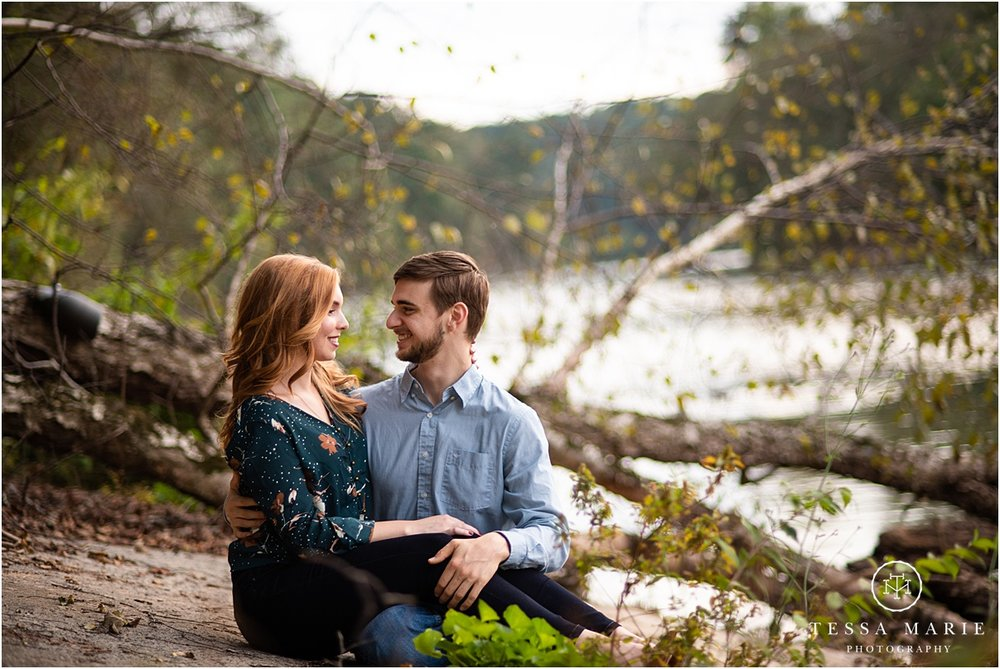 Tessa_marie_photography_wedding_photographer_engagement_pictures_river_engagement_0023.jpg