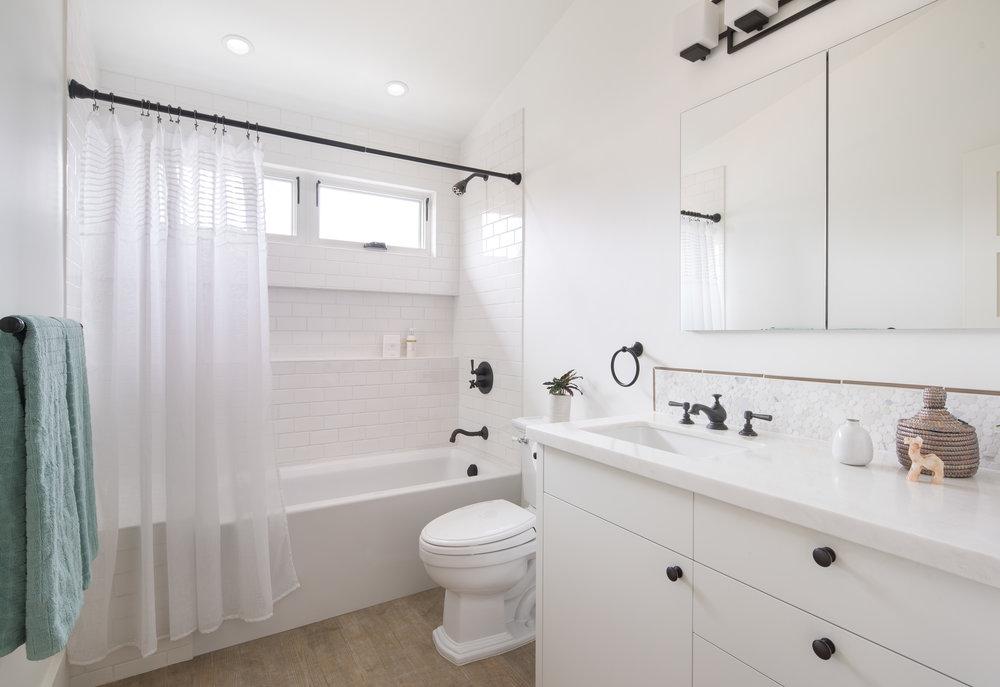 180522_923_Ordway_Upstairs_Bathroom.jpg