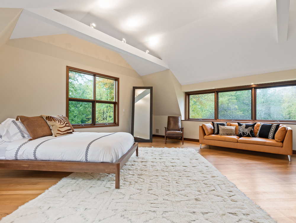 51 Guest Bed.jpg