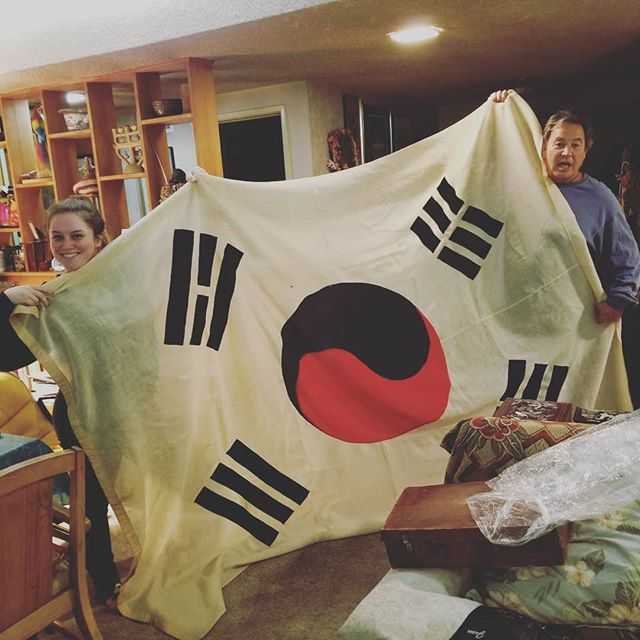 100 year old Korean flag made by Dosan's wife, Helen Lee.  Side note, it's difficult to get Flip to stand still for a pic.  #korea #koreanflag #koreanamerican #koreanamericanheritage #kahp #dosan #dosanahnchangho #도산 #도산안창호 #toldyoushelookswhite