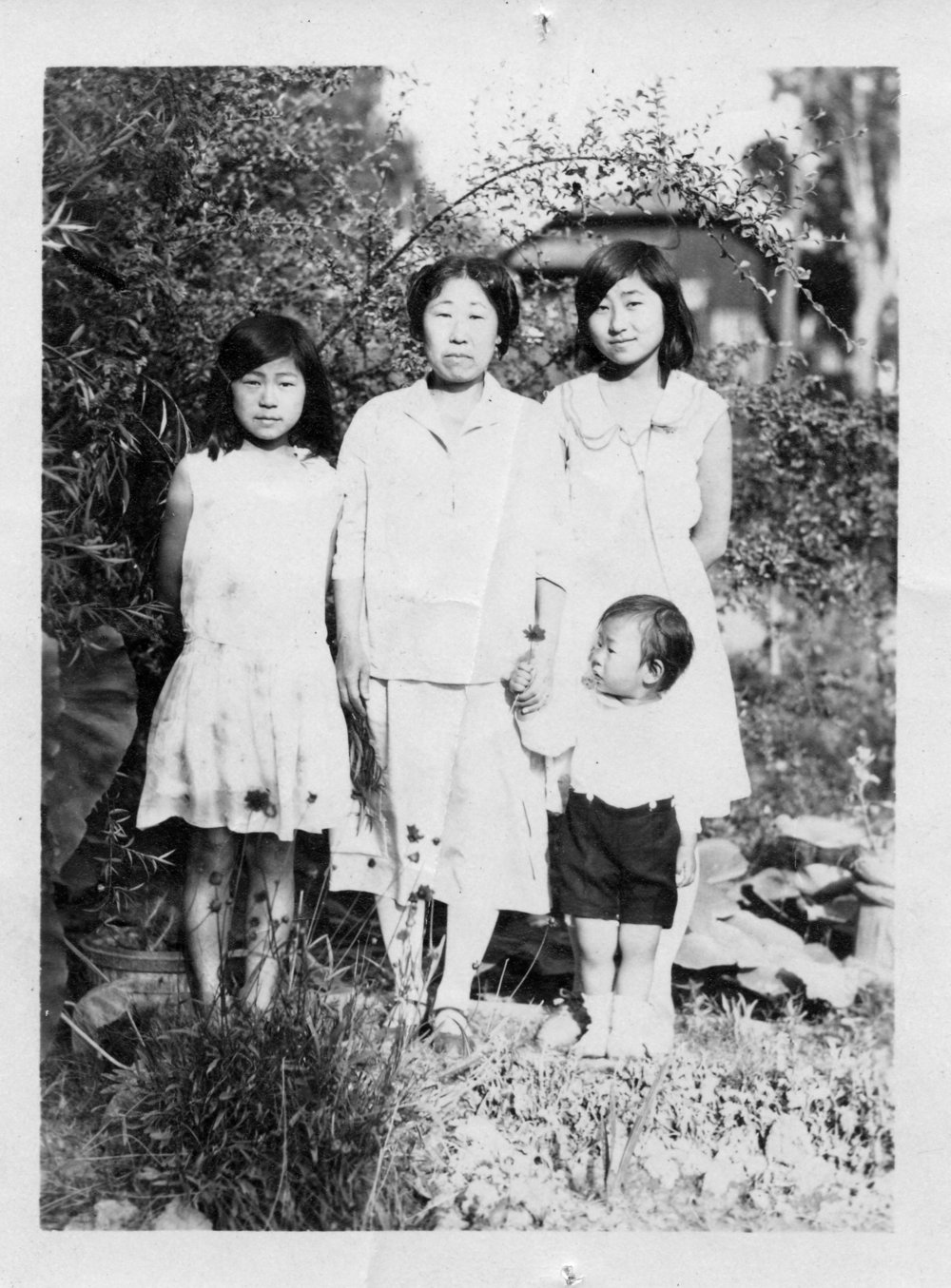 Susan standing next to her mom Helen Ahn (right).