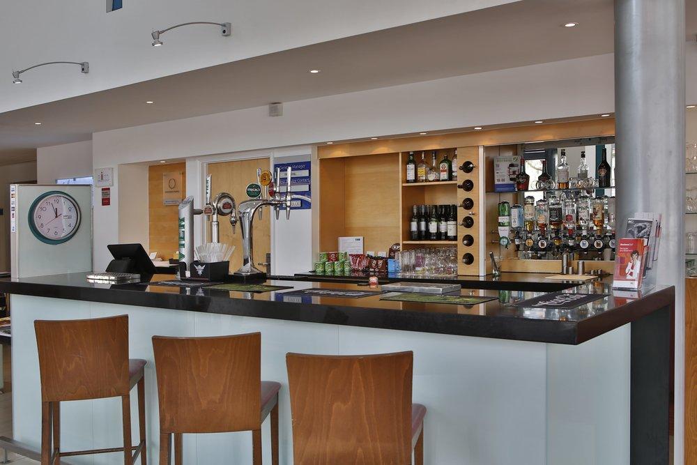 lobby-bar-min.jpg