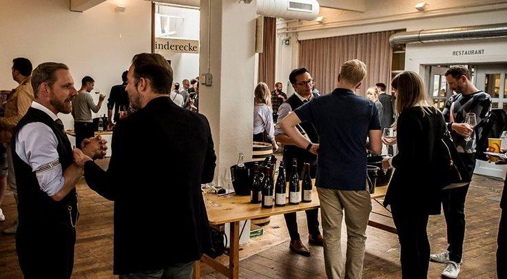 Über 25 Top-Weingüter sind beim Open Bottle Day mit dabei und die Macher des von führenden Gastronomen empfohlenen Reservationssystems aleno. Come and meet us.