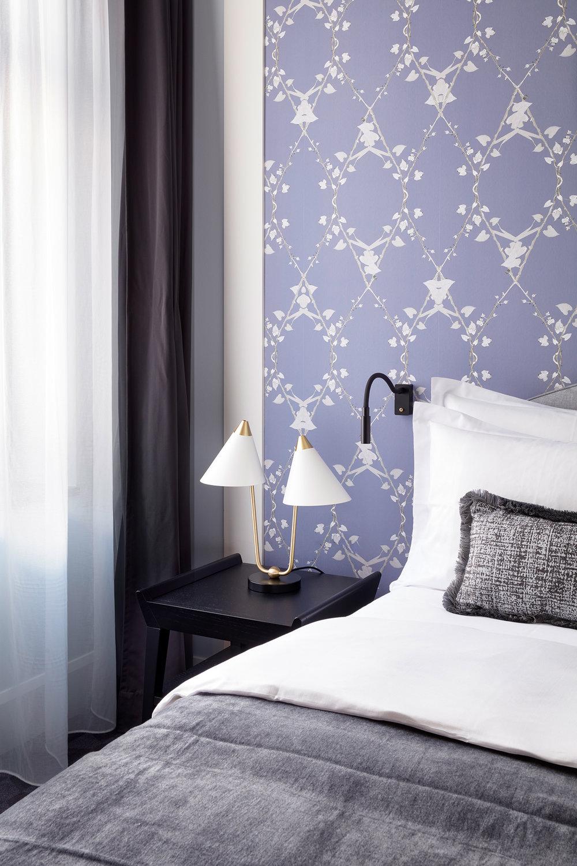 TORTUE_HAMBURG_Hotelzimmer_Bett_lilac.jpg