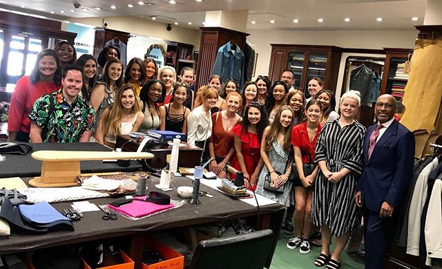 Today we had a visit from the Mississippi State University explaining the process of making a bespoke suit, and how the academy is training tailors of the future ✂️ . . . . . #savilerow #bespoke #tailoring #tailorsofthefuture #fashion #style #mississippistateuniversity #students