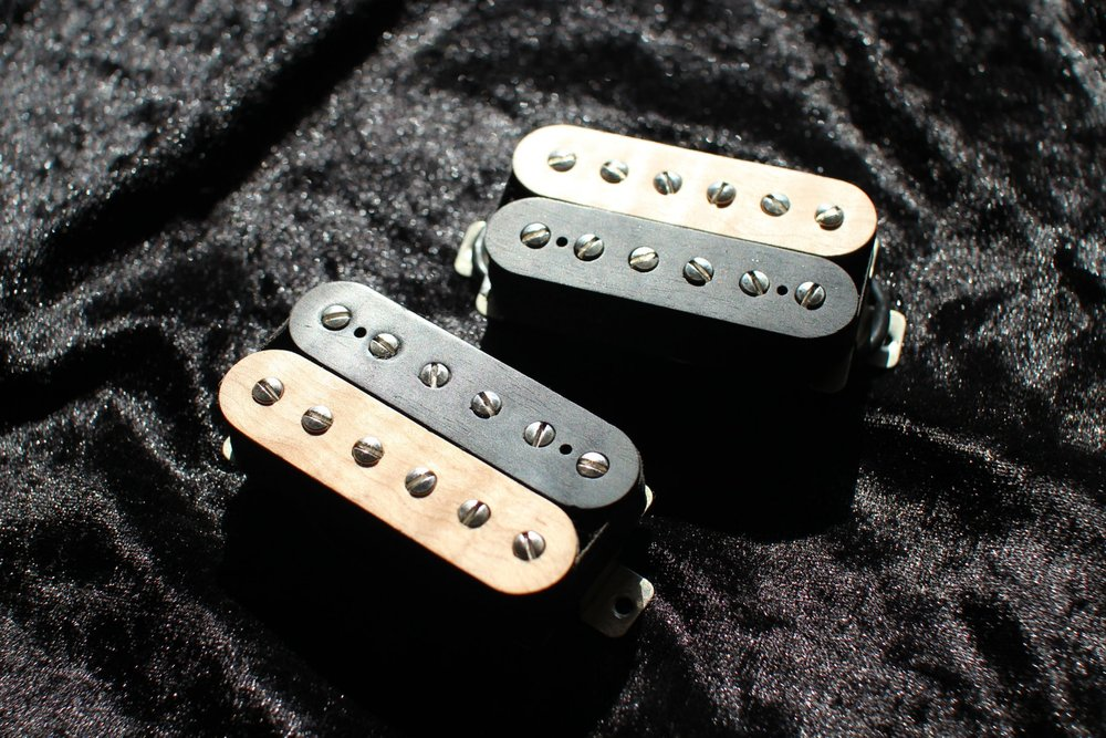 CLipper - A Gritty Bridge pickup with Powerfull Mids, capable of going from over-driven rock to full-on High-Gain Metal tones, paired with a cool organic Neck pickup for those all important clean passages between the riffing.